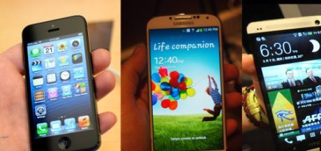 Perbandingan Galaxy S 4 vs iPhone 5 vs HTC One vs BlackBerry Z10