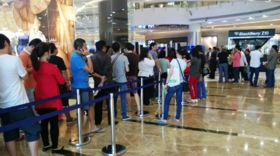 Harga BlackBerry Z10 Mahal Tapi Tetap Diburu di Indonesia