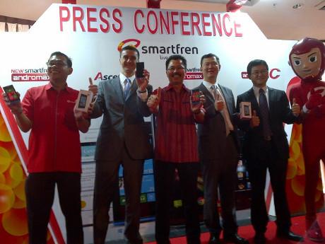 Smartfren Rilis 7 Ponsel Bundling Berbasis Android dan Windows Phone 8