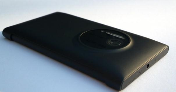 Nokia Lumia 1020 Gunakan Charger Wireless