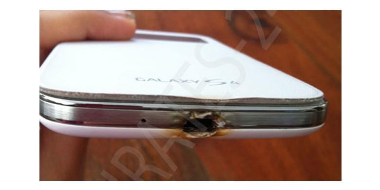 Samsung Galaxy S4 Terbakar Saat Lagi Isi Baterai