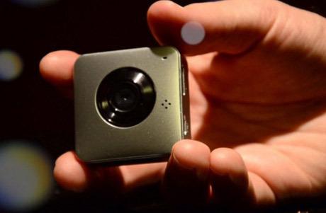 Parashoot, Kamera Mini Dengan Kemampuan Mumpuni