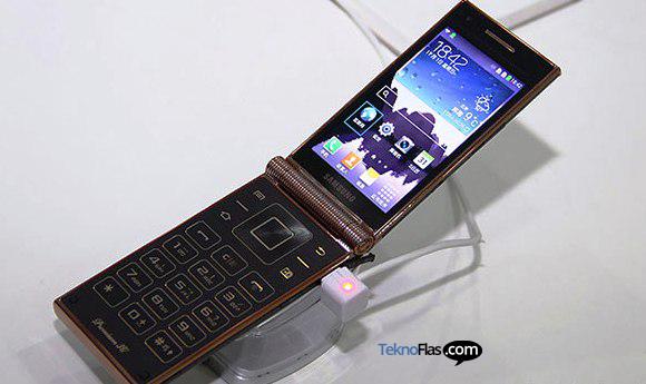 Smartphone Flip Samsung W2014 akan Mengusung Prosesor Snapdragon 800