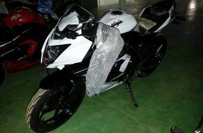 Harga dan Spesifikasi Kawasaki Ninja 250 RR Mono