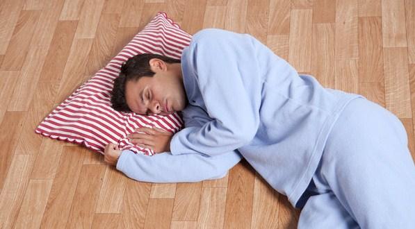 Inilah Efek Positif dan Negatif Tidur di Lantai