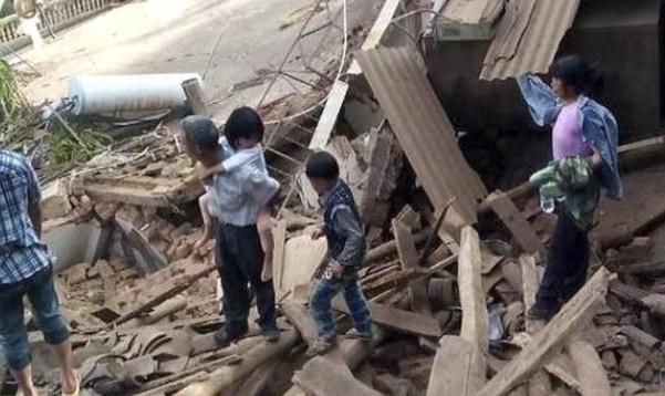 Gempa Bumi China Tewaskan Ratusan Warga