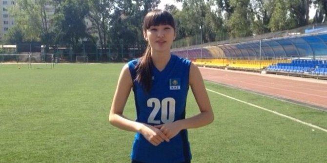 Inilah Video Ice Bucket Challenge Ala Si Cantik Sabina Altynbekova