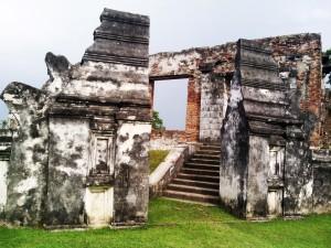 kesultanan banten tinggal pondasi yang berbeda dengan kesultanan Jawa
