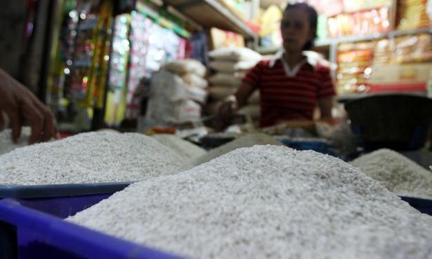 pedagang beras palsu dari plastik