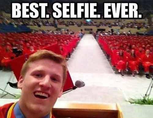 tips foto selfie agar terlihat keren