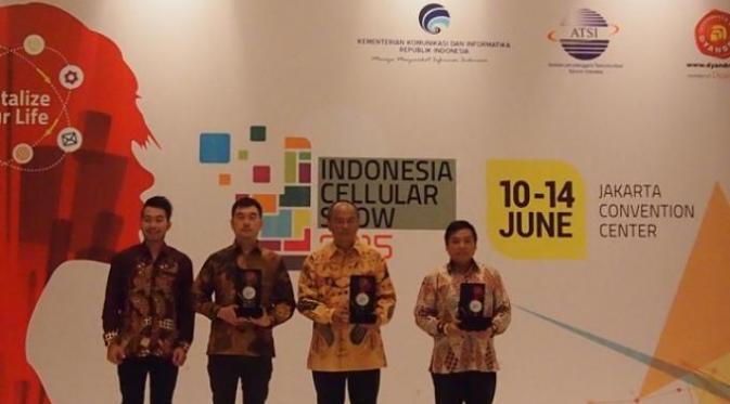 Evercoss-Tab-V-Merengkuh-Penghargaan-Dari-Indonesia-Cellular-Award-(ICA)-2015