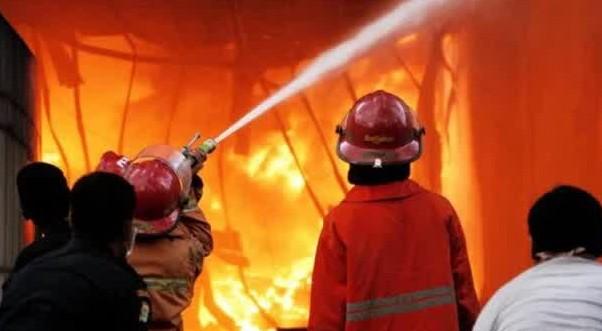 Ilustrasi kebakaran PT Mandom.