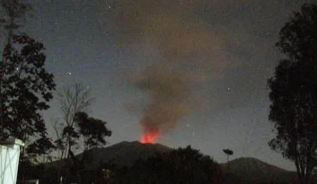foto gunung raung meletus