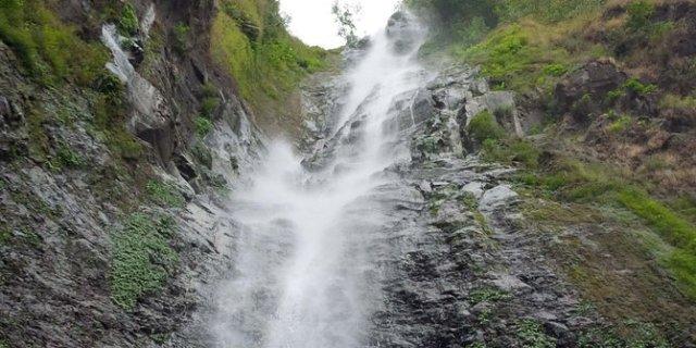 penyebab air terjun sedudo longsor