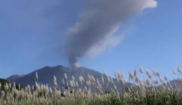 letusan gunung raung