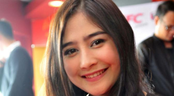 067493500_1438585384-Prilly-10