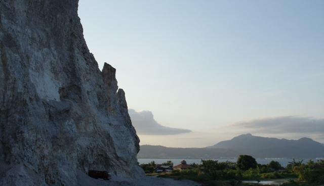 Gunung Kunyit Dari Kejauhan (doc/wikipedia)