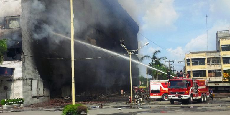 foto medan plaza terbakar 1