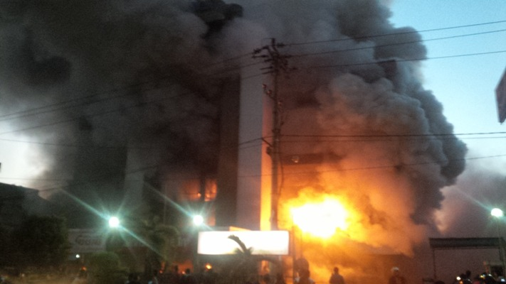 foto medan plaza terbakar 3