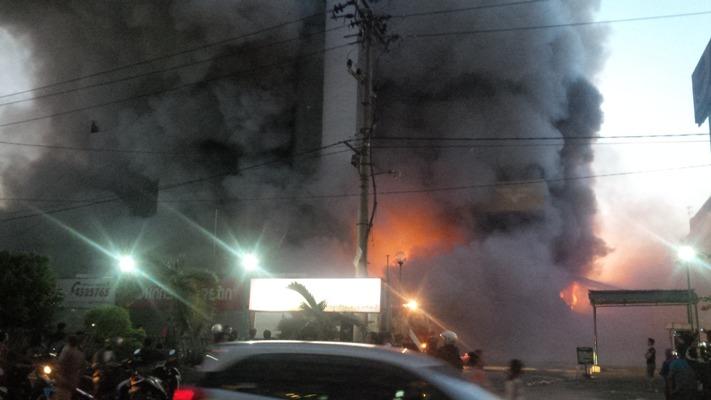 Foto Medan Plaza Terbakar