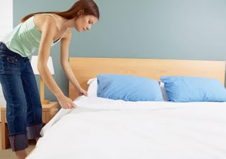 Make-Up-Room-and-Bed-Merapikan-kamar-tidur