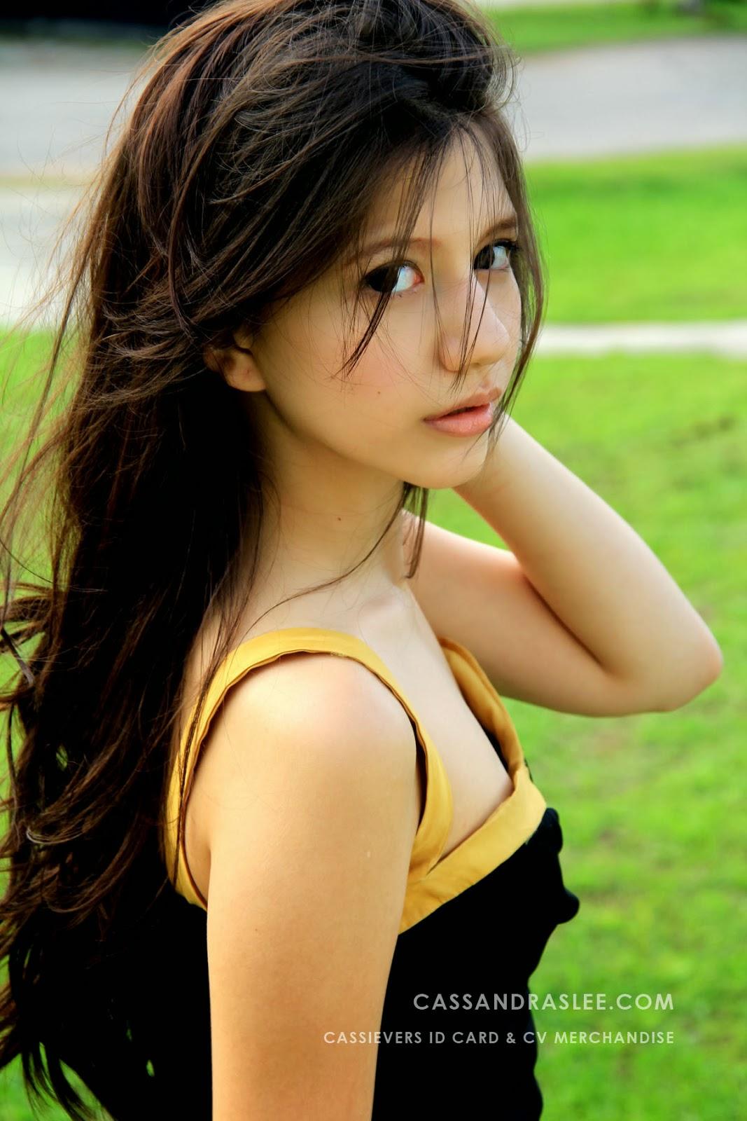 foto hot cassandra lee gaun hitam