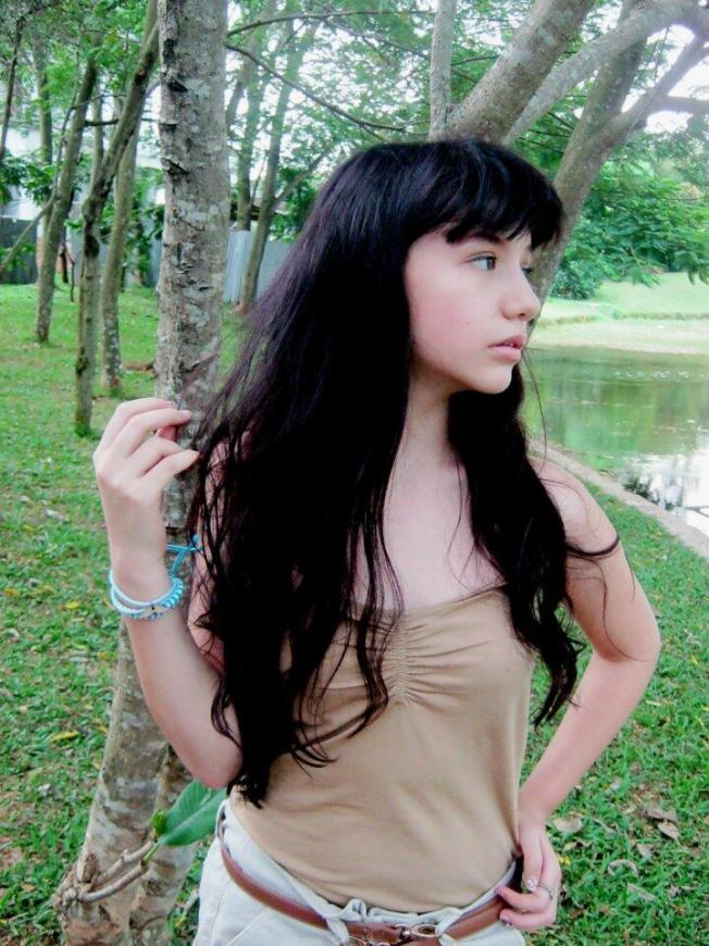 foto hot cassandra lee tank top coklat