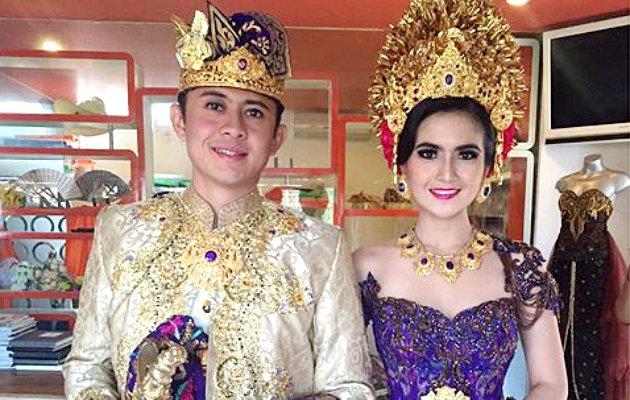 foto pernikahan kadek devi dan dewa yoga baju adat