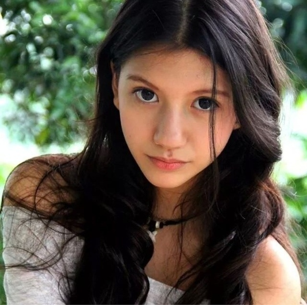 foto profil cassandra lee
