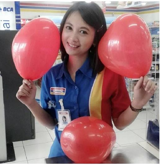 Foto Siti Rohmah, kasir Indomaret