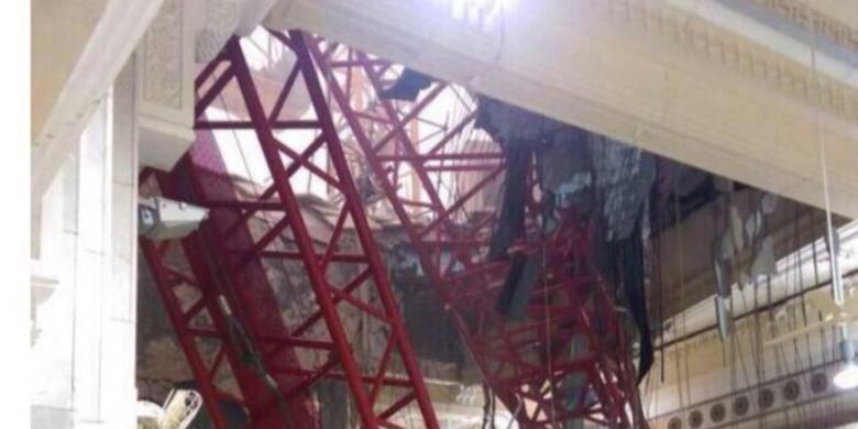 Foto crane jatuh, pemicu musibah di Masjidil Haram