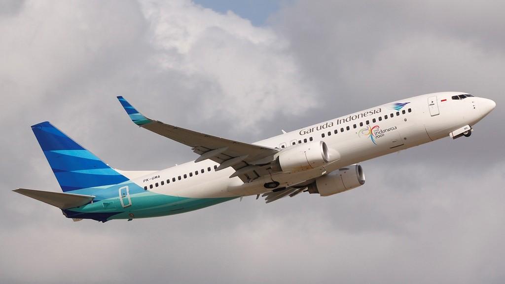 garuda-indonesia-boeing-737-800-ng-aircraft-wallpaper-b-o-ibackgroundz.com_1