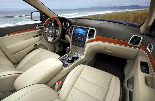 Membersihkan Interior Mobil [doc/detik.com]