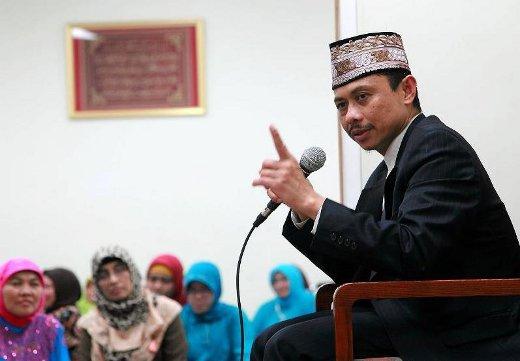 Mengenal sosok Imam Shamsi Ali