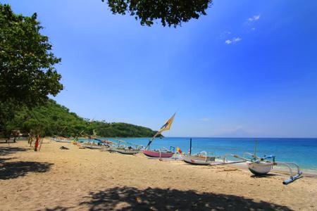 1280_Deretan_perahu_nelayan_menjadi_pemandangan_yang_indah_saat_berkunjung_ke_Pantai_Nipah