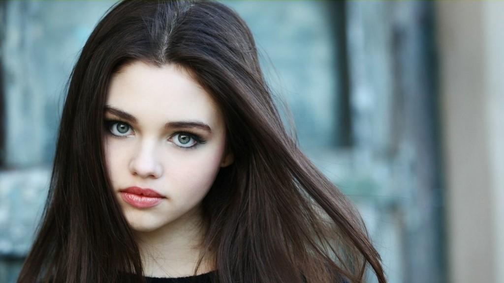 7041561-lovely-girl-india-eisley-actress