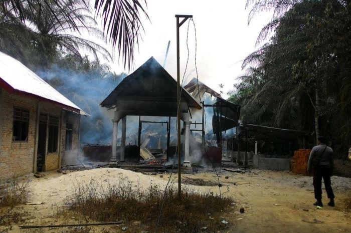 foto pembakaran gereja di aceh singkil
