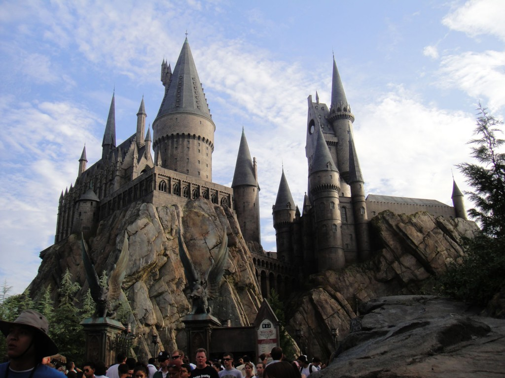 ndEp2w25R0iMeO2Z4ehk_Wizarding_World_of_Harry_Potter_-_Hogwarts_castle_(5013698317)