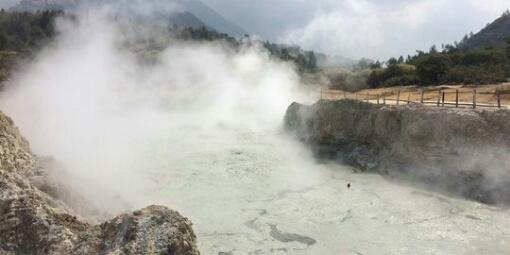 Kawah Sikidang, tempat wisata favorit di Dieng