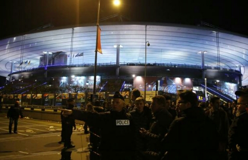 kronologi serangan isis di stade de france paris