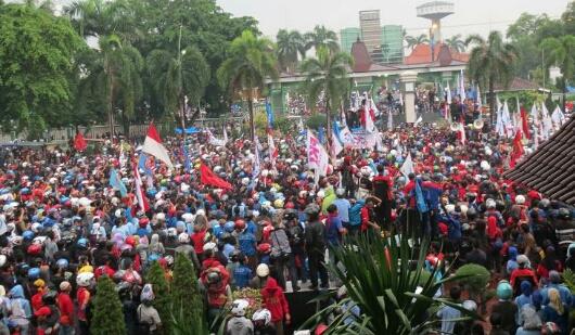 UMK Karawang 2016 Puaskan Kaum Buruh