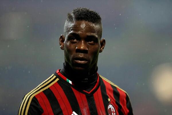 Liverpool tawari AC Milan kontrak permanen Balotelli